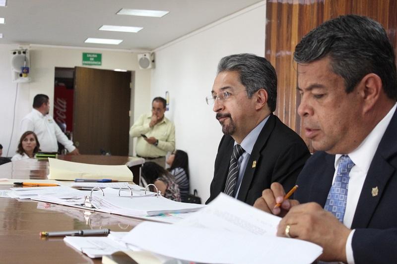 Los consejeros universitarios que participaron en el debate de la sesión coincidieron en la necesidad de dar el voto de confianza para que el rector Medardo Serna González haga las gestiones pertinentes