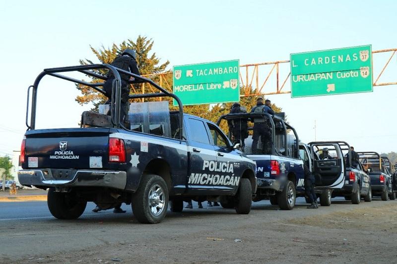 Esta noche, personal de la Policía Michoacán mantiene presencia en las vías de comunicación del estado para garantizar la tranquilidad de quienes transitan por éstas
