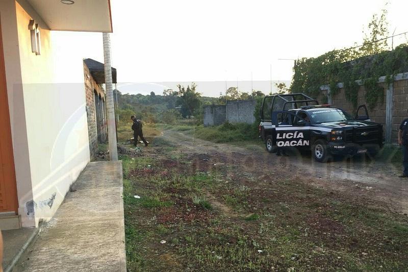 Momentos después llegaron los uniformados quienes acordonaron la zona en espera de la Fiscalía Regional para que iniciara las indagatorias correspondientes