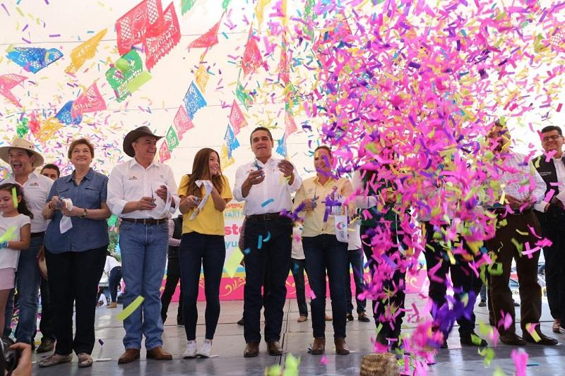 Con la participación de más de 200 stands de las diversas dependencias gubernamentales y los DIF de los 113 municipios, la ciudadanía degustó de la amplia gastronomía michoacana