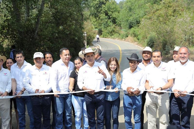 En su oportunidad, el secretario de Comunicaciones y Obras Públicas, José Juan Domínguez López, informó que la rehabilitación se realizó a lo largo de 1.8 kilómetros, lo que requirió una inversión de 6 mpd
