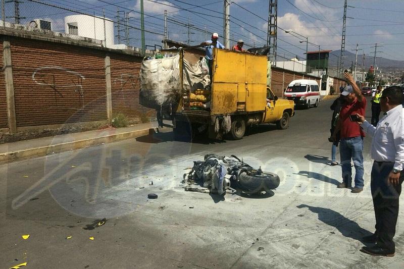 El conductor de la motocicleta fue atendido por paramédicos, para posteriormente trasladarlo a un hospital para recibir atención médica