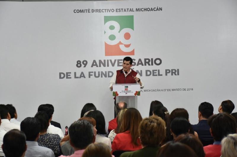 Fungieron como oradores oficiales, los candidatos al Senado, la diputada local, Xóchitl Ruiz González y el diputado federal, Antonio Ixtláhuac Orihuela