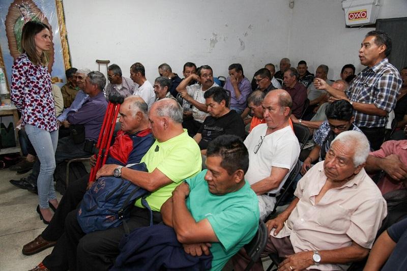 Otros trabajadores del aseo del calzado le expresaron que Morelia presenta muchos problemas por la desatención de las actuales autoridades, por ejemplo, indigentes que no son apoyados y policías que detienen a gente trabajadora para quitarles dinero