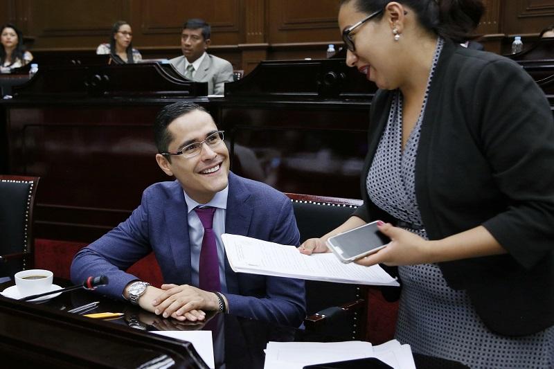 Miguel Ángel Villegas destacó que con su propuesta de Ley habrá un mayor control del presupuesto y se podrá evitar el derroche de recursos, además de eliminar los privilegios de los servidores públicos