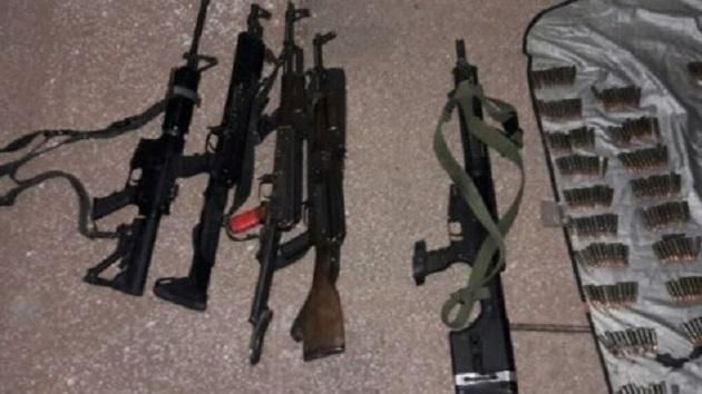 Los detenidos identificados como Jesús V., y Jorge S., junto al vehículo, armas de fuego, cargadores y cartuchos serán puestos a disposición de la autoridad competente