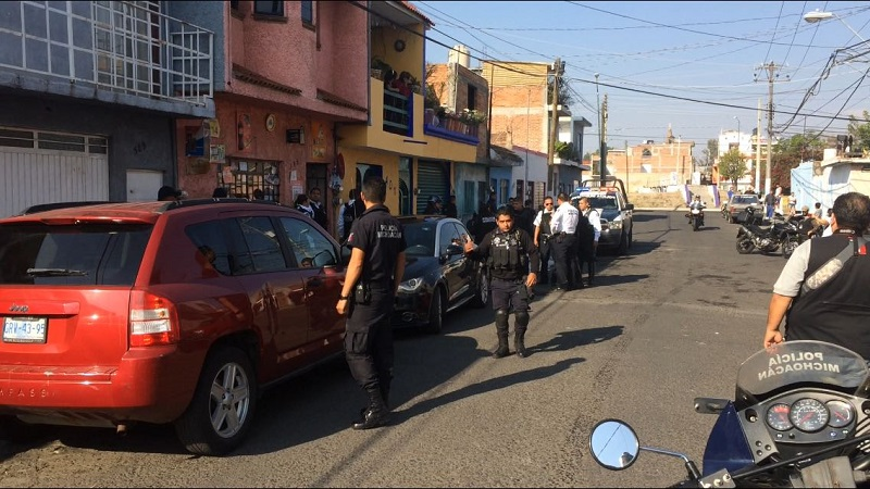 La detención ocurrió cuando vecinos de la calle Margarita alertaron a las autoridades que en el interior de una tienda de abarrotes ubicada a la altura del número 395 habían ingresado tres personas y estaban asaltando el negocio