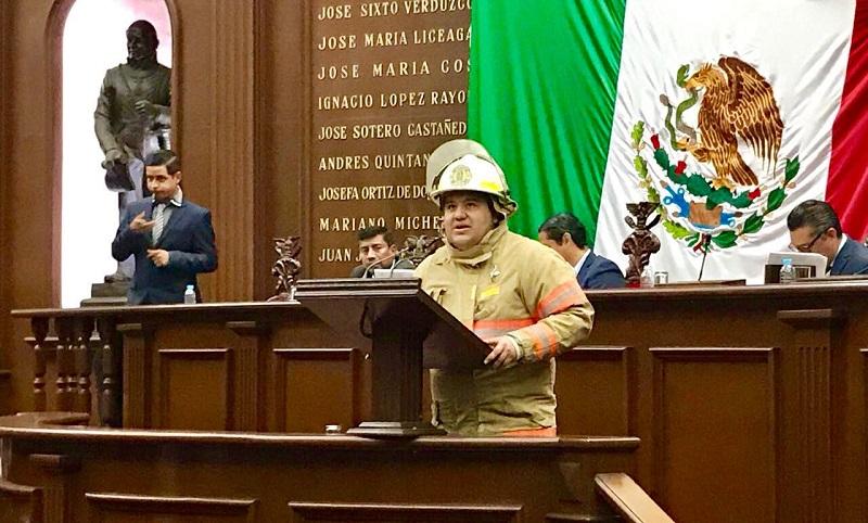Puebla Arévalo recordó que esta iniciativa tuvo su origen en Zacapu, durante una reunión que estableció con la Asociación de Bomberos de Michoacán y donde plantearon la necesidad de construir un marco jurídico que reconociera su actividad