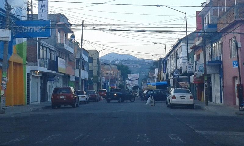 Hasta el día de hoy han transcurrido ni más ni menos que 6 meses con 5 días desde que el Ayuntamiento de Morelia cerró la calle Morelos Sur, y esa vialidad, así como la calle Lago de Chapala, continúan cerradas y sin señales que permitan suponer que pronto pudieran ser reabiertas