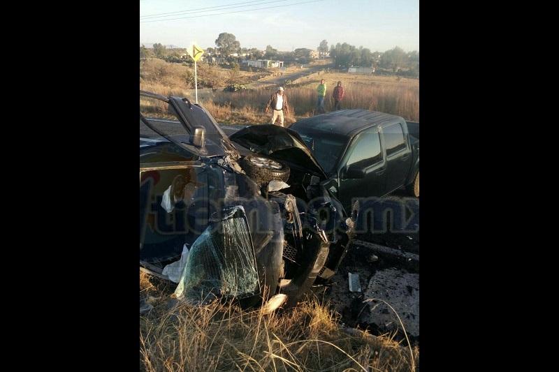 El accidente ocurrió minutos después de las 07:30 de la mañana cuando una camioneta Chevrolet tipo Colorado, doble cabina, se impactó contra una camioneta Ford, Ecosport, de color negro; ambas portaban placas de Guanajuato