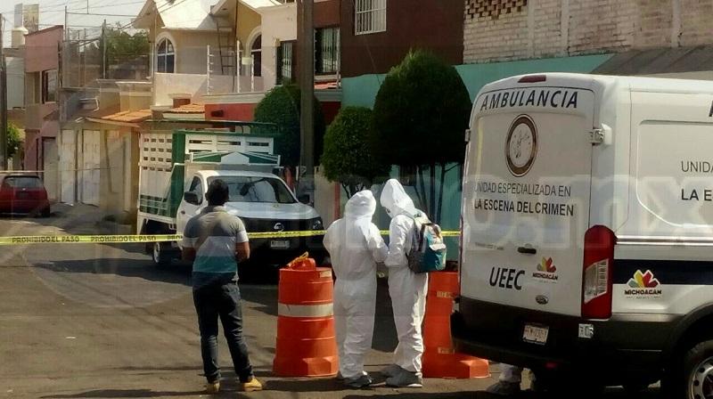 Al lugar arribaron elementos de la Policía Michoacán, así como paramédicos, los cuales confirmaron que la persona presentaba varios impactos de arma de fuego y se encontraba sin vida