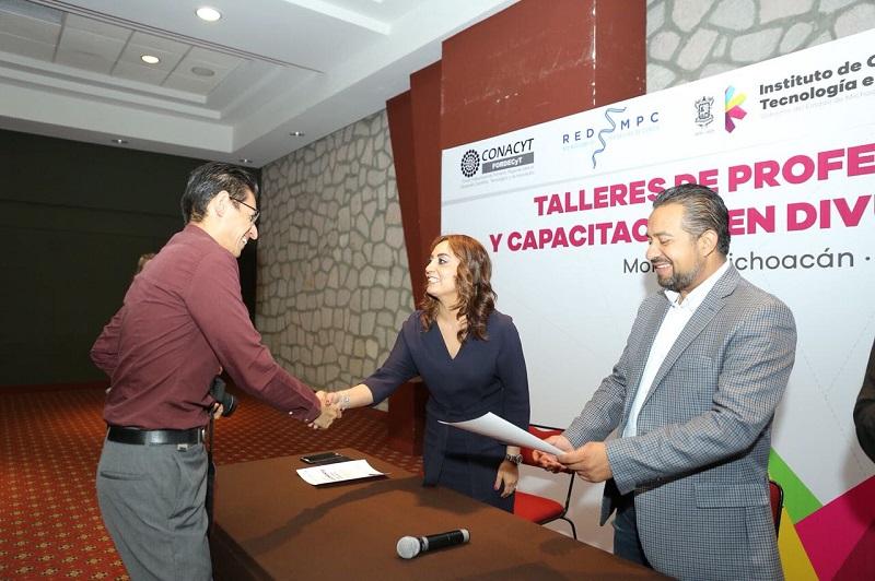 Julieta López refirió que la Coordinación General de Comunicación Social continuará con esas actividades formativas que ya constituyen una política en favor del fortalecimiento de periodistas, comunicadores y comunicadoras