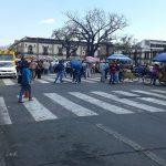 Cientos de integrantes del ala radical del magisterio michoacano partieron desde dos puntos: Frente a Casa de Gobierno y de la Salida a Xangari, ambos contingentes hacia Palacio de Gobierno