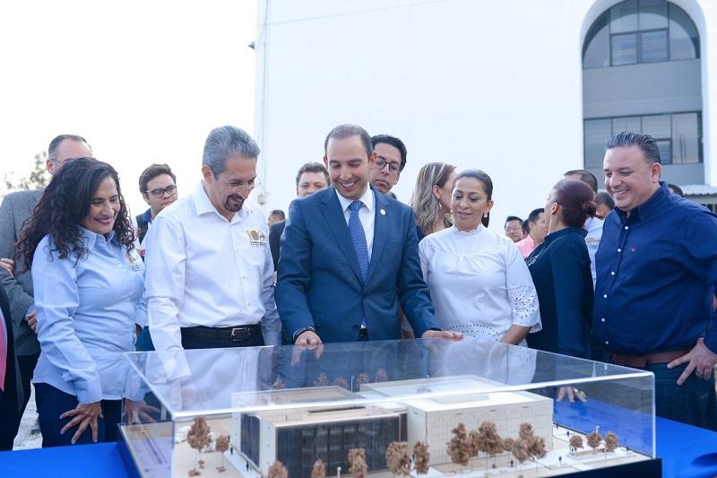 Cortés Mendoza supervisó el avance de obra de la primera etapa del nuevo edificio de Posgrado de la Facultad de Contaduría y Ciencias Administrativas para el que gestionaron 20 mdp federales