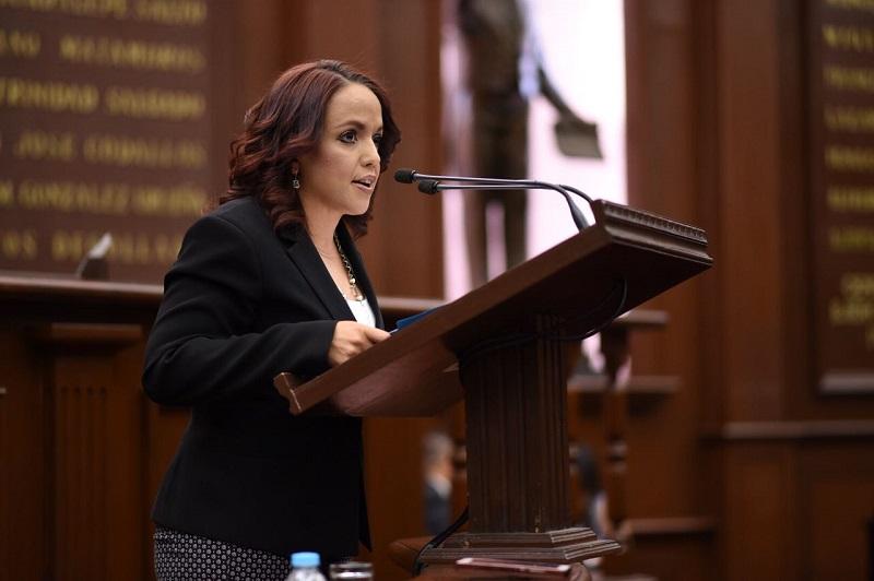 Andrea Villanueva reconoció que trascendencia de la labor del legislador es debatir ideas para construir acuerdos más justos en favor de la sociedad, por lo que es inaplazable quitar los grilletes en el proceso legislativo y estar más abiertos que nunca para ejercer una verdadera democracia representativa