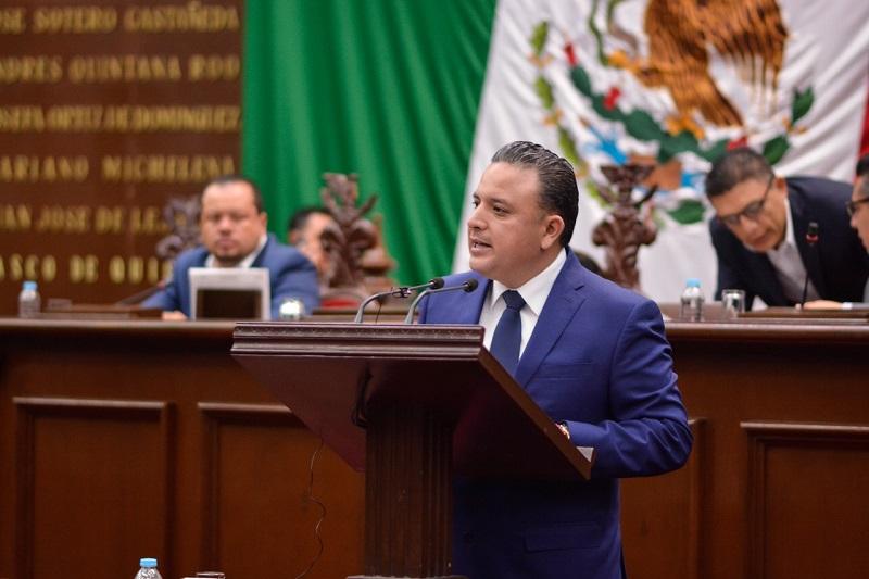 Quintana Martínez argumentó que la planeación no debe ir encaminada únicamente al crecimiento económico de nuestro estado, sino debe retomar como centro de todo proyecto o programa de gobierno, al ciudadano, a través de la construcción de mejoras en todos los aspectos de su vida
