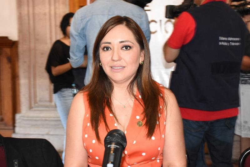 La legisladora puntualizó que es urgente la coordinación entre los tres niveles de Gobierno y sus respectivos cuerpos policiacos para restaurar el orden social y la tranquilidad que los michoacanos requieren y merecen