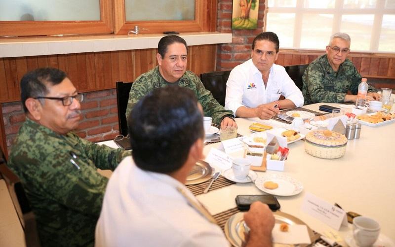 El gobernador de Michoacán, Silvano Aureoles, encabezó en Apatzingán la reunión del Grupo de Coordinación Michoacán, cuyos integrantes acuerdan reforzar acciones para garantizar la seguridad