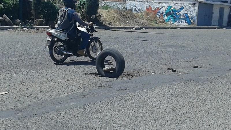El problema de los baches no se resolvió en la anterior temporada de lluvias, ya se acerca la siguiente y eso preocupa a peatones y automovilistas de la capital michoacana