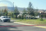 El macabro hallazgo se realizó cuando vecinos del Fraccionamiento Los Olivos reportaron un vehículo con varios cuerpos en el interior sobre la calle Paseo de Los Olivos esquina con Santa Lucía, a la altura de la glorieta