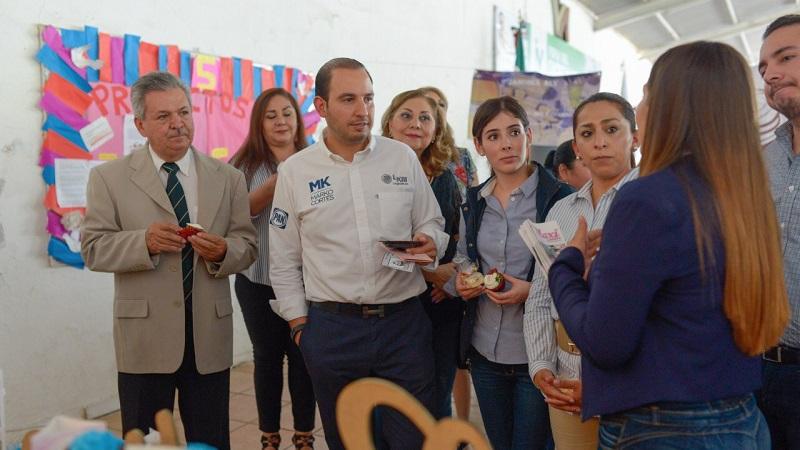 Estudiantes de 12 municipios de la región de Tierra Caliente presentan proyectos productivos ante el diputado federal