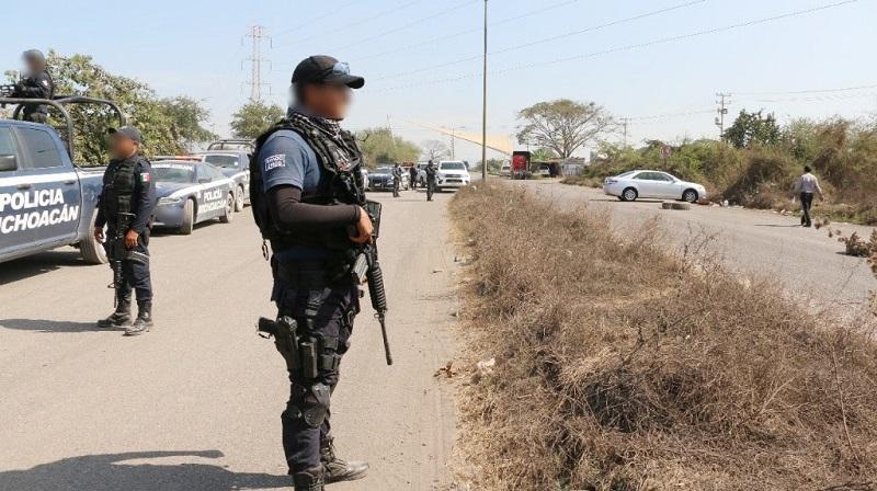 Además, señaló que alrededor de 150 elementos de la Policía Michoacán y 500 del Ejército Mexicano se incorporaron a los trabajos en la zona
