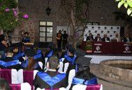 En una ceremonia sencilla en las instalaciones de la Universidad Nova Spania, les fueron entregados sus documentos que hacen constar que cursaron el grado de maestría