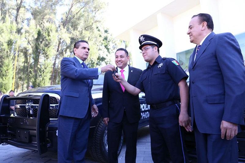 Aureoles Conejo otorgó 38 nombramientos como Policía de Tercer Grado a un mismo número de agentes de la Policía Municipal