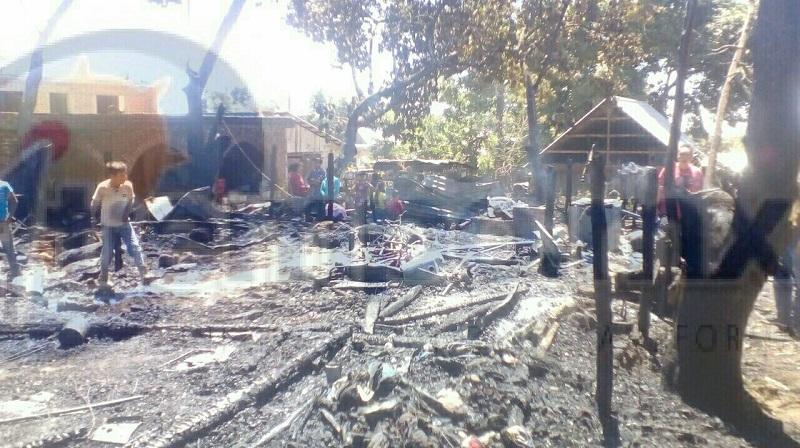 El siniestro se registró cuando reportaron a la línea de emergencias un incendio de varias viviendas en la comunidad de La Zarzamora, aproximadamente a 45 minutos de la cabecera municipal