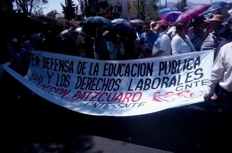 Los manifestantes exigieron el pago de bonos pendientes, plazas automáticas para normalistas y la derogación de la reforma educativa