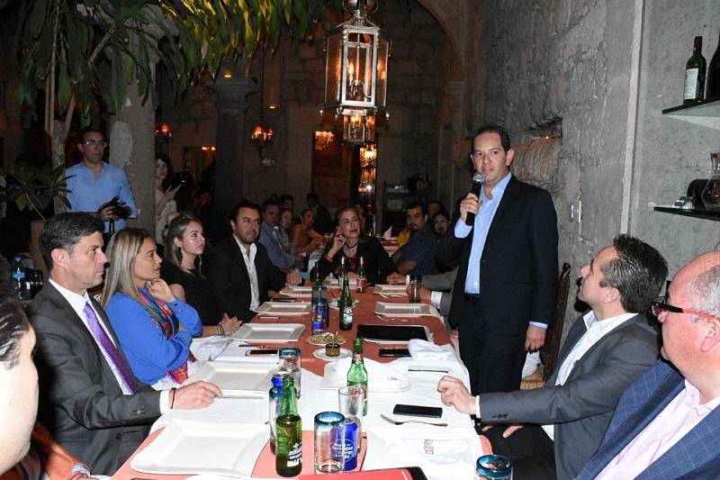 Preside secretario de Desarrollo Económico toma de protesta de la mesa directiva de Canirac