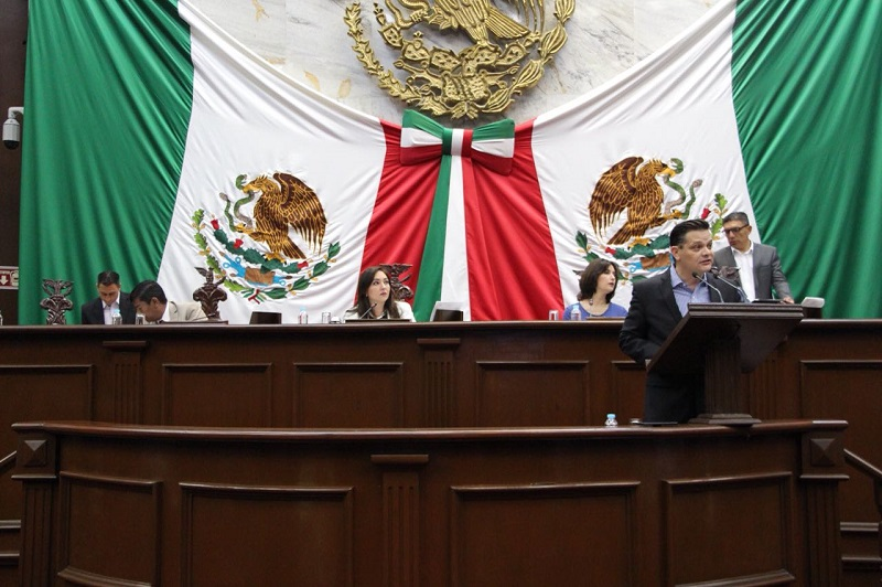 """""""Estamos trabajando para que los michoacanos tengan certeza jurídica y menos complicaciones"""": Héctor Gómez Trujillo"""