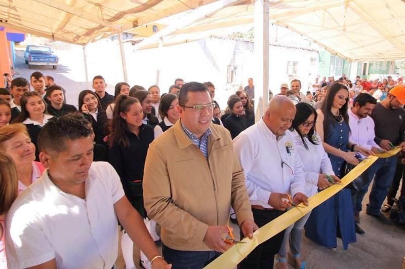 Barragán Vález, Coria Solís, directivos del plantel y habitantes de Villa Morelos realizaron un recorrido por las nuevas instalaciones y convivieron con las y los 74 estudiantes matriculados, quienes expresaron su satisfacción por las obras realizadas