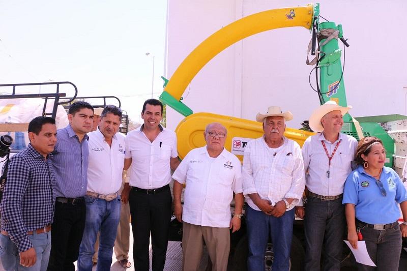 Gilberto Zarco mencionó que con lo anterior se contribuye en atender una demanda de un sector importante de la población de Huetamo