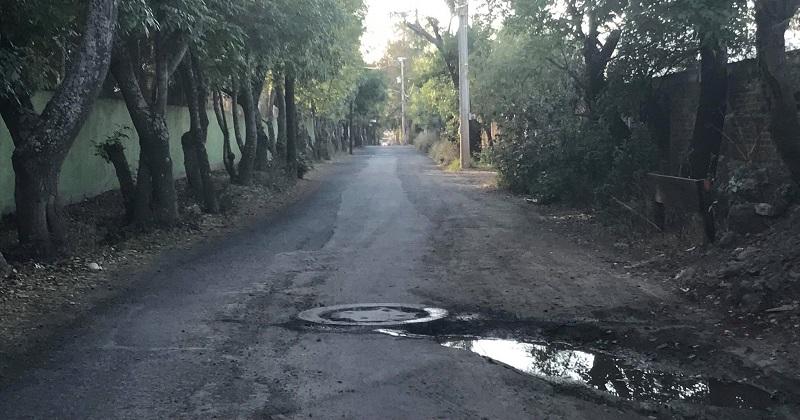 En la gráfica se muestra el aspecto con el cual quedó la mencionada calle Camelina, misma que se ubica a un costado de la distribuidora de la empresa Bimbo, en la Salida a Pátzcuaro