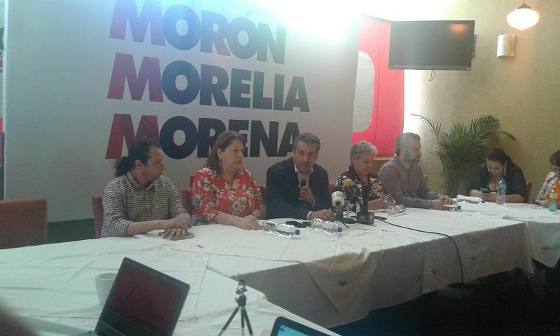 Durante esta rueda de prensa, Raúl Morón estuvo acompañado por la virtual candidata a diputada federal por Morelia Poniente, Ana Lilia Guillén Quiroz, así como por la casi candidata a diputada local por Morelia Noreste, Cristina Portillo Ayala