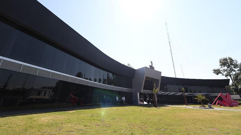 De igual manera, realizo la rehabilitación del archivo histórico del Poder Ejecutivo de Michoacán; ejecuta la segunda etapa de la casa de la cultura en la colonia Tierra y Libertad y construye una plaza pública en la entrada principal de la localidad de La Nueva Florida
