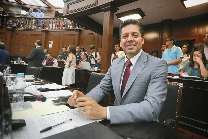 García Conejo cedió su curul en el Congreso de Michoacán para enfocarse de lleno en la próxima contienda electoral, luego de haberse convertido en el abanderado del PRD al Senado de la República