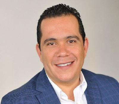 El autor, Carlos Vital Punzo, es el notario público número 93; además, fue en algún tiempo director del Instituto de Investigaciones y Estudios Legislativos del Congreso del Estado de Michoacán