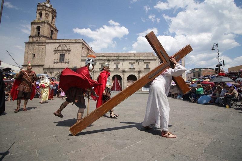 Dicha obra teatral, dirigida por el maestro Juan Carlos Arvide, cumple diez años de ser parte de las actividades de Morelia en el marco de la Semana Santa