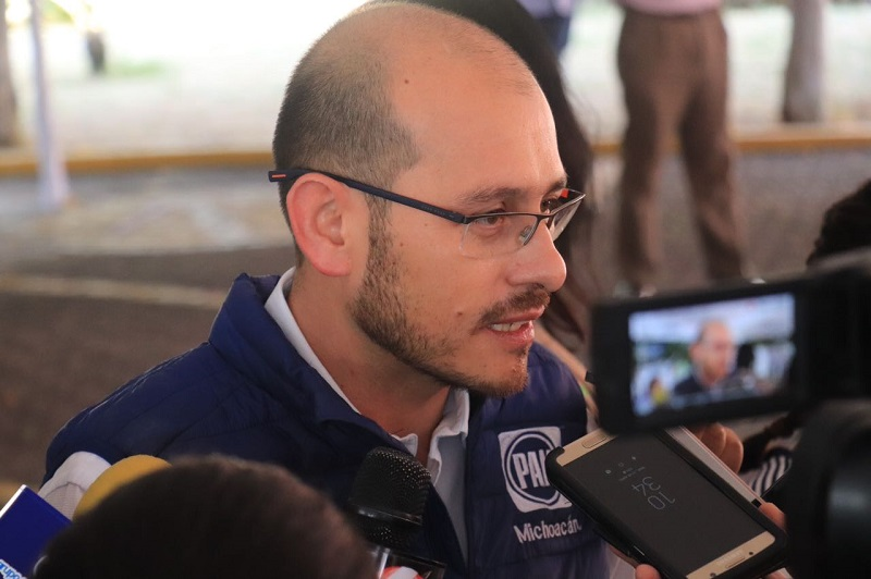 Al respecto, el líder del blanquiazul en Michoacán, José Manuel Hinojosa Pérez pidió al dirigente del PRD abstenerse de hacer ese tipo de declaraciones
