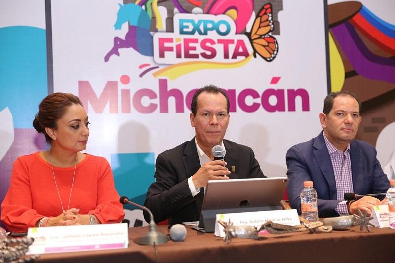 Medina Niño señaló que para el Gobierno de Michoacán es muy importante que en esta Expo Fiesta, se muestre el lado didáctico y novedoso del sector agrícola y pecuario de la entidad