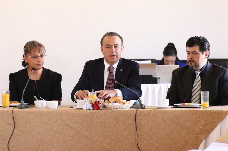 En su mensaje, el secretario de Gobierno expuso que el gobernador Silvano Aureoles ha establecido como una prioridad la atención inmediata a cada una de las necesidades de los espacios de salud