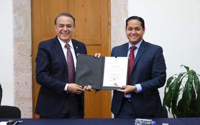 Durante la entrega del nombramiento, el secretario de Gobierno, Pascual Sigala, conminó al nuevo funcionario a redoblar los trabajos al frente de la Subsecretaría y a reforzar la relación con el Poder Legislativo