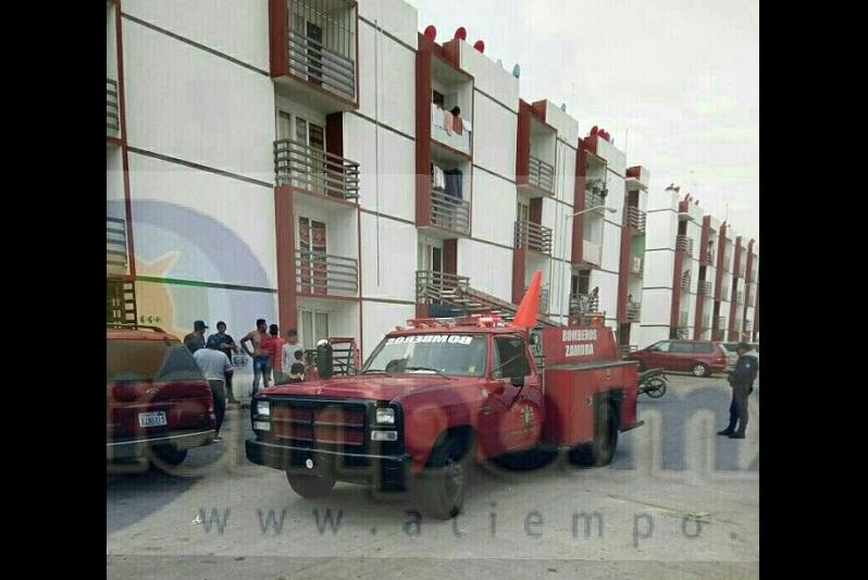 El incidente ocurrió minutos después de las 11:00 horas cuando vecinos de la privada Queronea reportaron al número de emergencias que en el departamento número 112 estaba saliendo humo