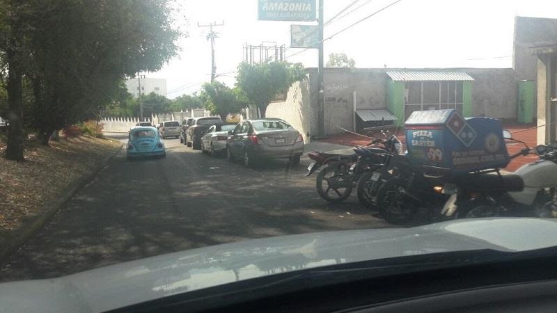 La queja de los ciudadanos estriba en la práctica inequitativa que se aplica cerca del Instituto Mexicano del Seguro Social (IMSS) que se ubica en la Avenida Camelinas
