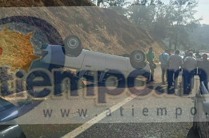 En el accidente quedaron heridos tres adultos y un menor, quienes fueron auxiliados por paramédicos de Rescate y Salvamento de Michoacán, así como de Protección Civil Estatal