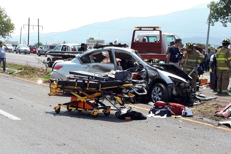 La carretera fue cerrada en ambos sentidos hasta que las unidades médicas y el helicóptero de Gobierno del Estado trasladaron a los lesionados