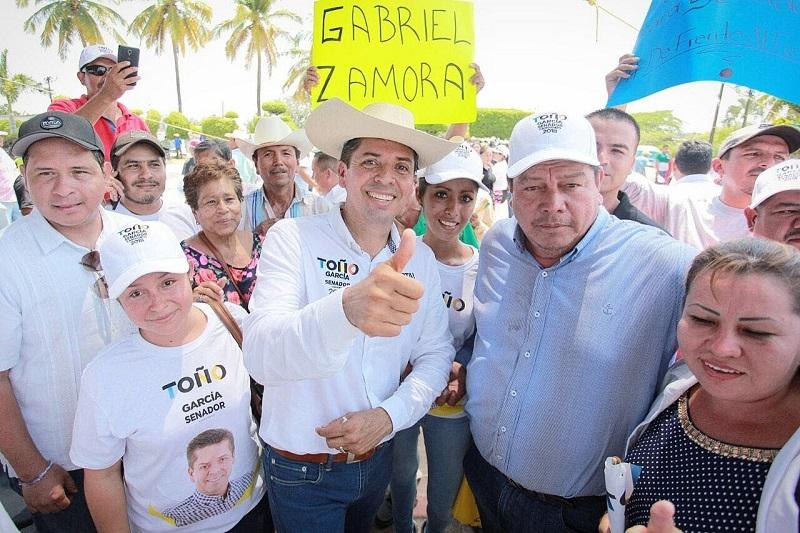 Toño García reiteró que su compromiso irá enfocado a expandir las rutas comerciales de Michoacán, a fin de que los productos locales cuenten más y mejores vías de distribución a otros países