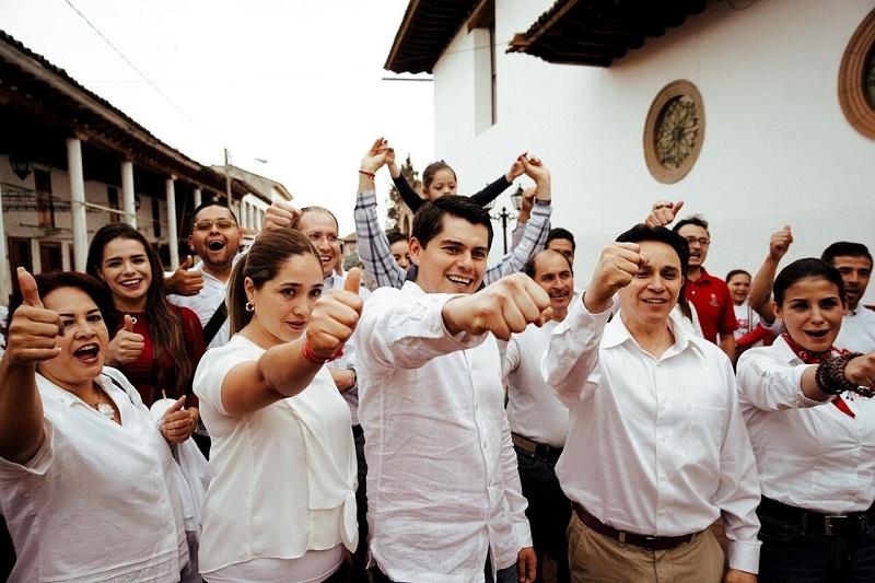 Toño Ixtláhuac llevó a cabo su tradicional recorrido por las calles del municipio, llevando puerta por puerta sus propuestas, pero sobre todo escuchando directo de los ciudadanos demandas y necesidades a las que se enfrentan día a día